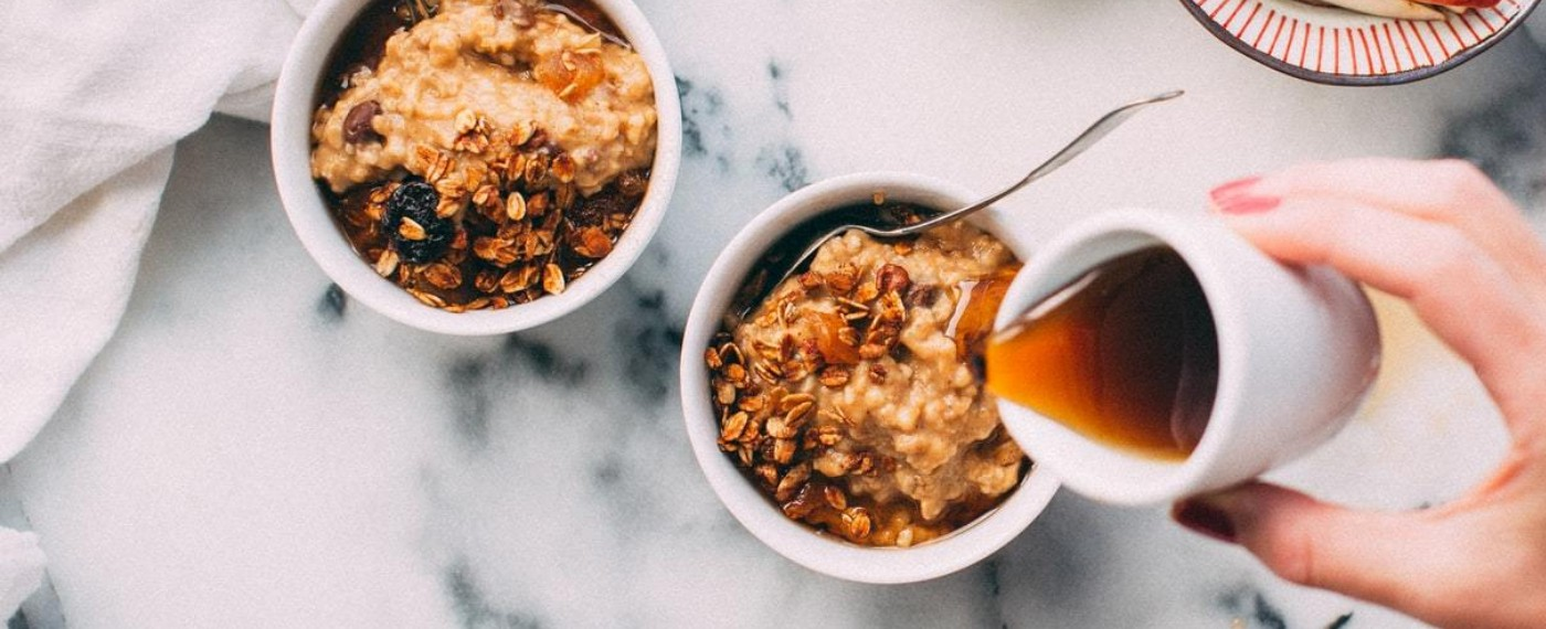 bowls of grains and fruits as healthy breakfast options