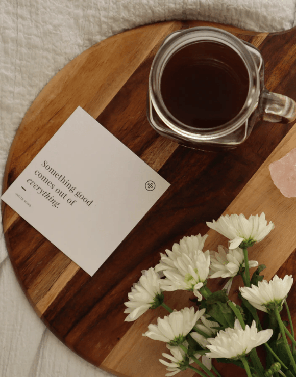 An inspiring note on a platter with flowers