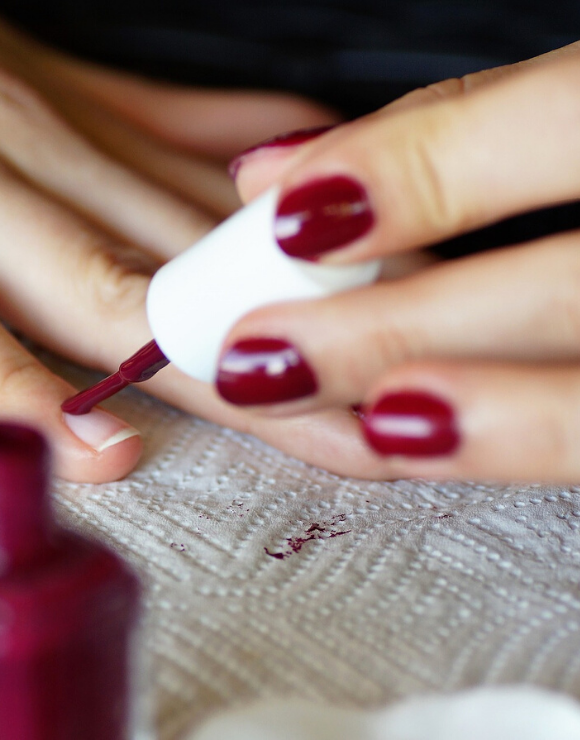 A woman paints her nails, an unconventional method for self-care