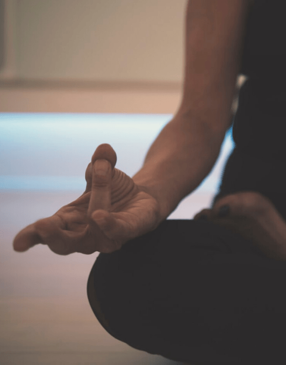 Woman meditating in order to control naturally control anxiety